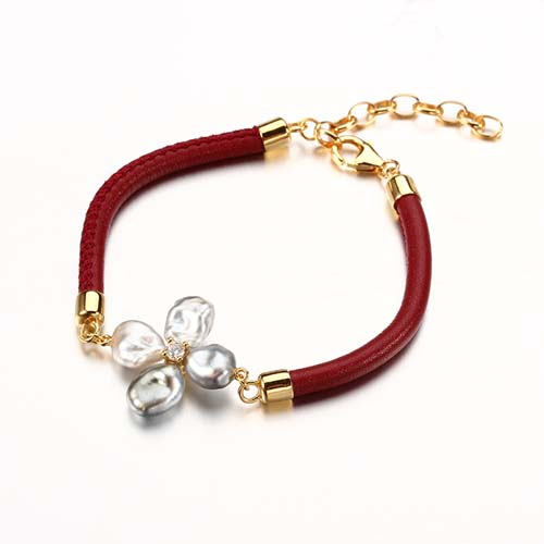 Baroque pearl leather silver clover bracelet