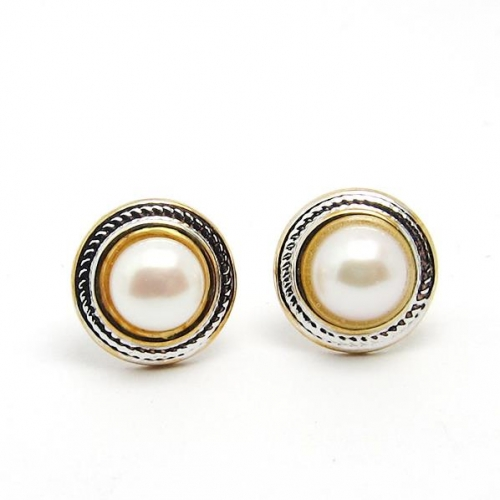 18k gold freshwater pearl stud earrings